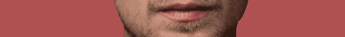 Visage bouche homme actif jeune sur fond rouge