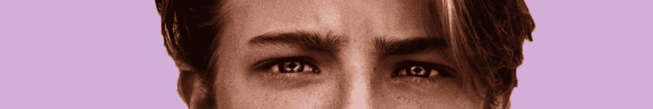 Visage yeux adolescent sur fond rose