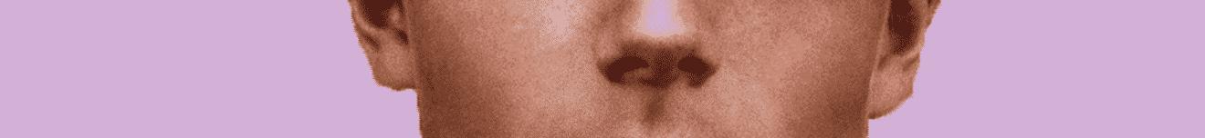 Visage nez adolescent sur fond rose