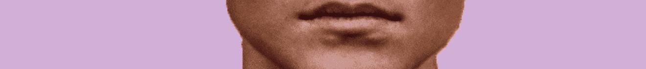 Visage bouche adolescent sur fond rose