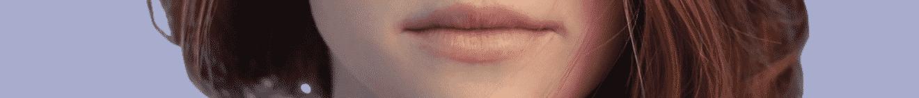 Visage bouche jeune femme rousse sur fond mauve
